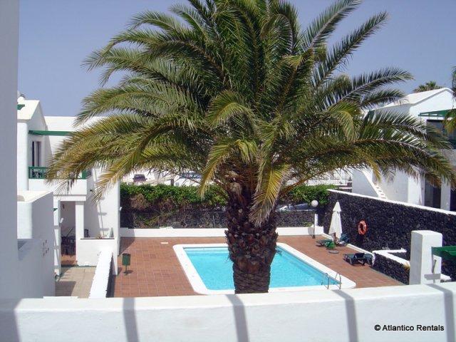 Luxury Apartment 1 bedroom, sleeps 3. Air Conditioning, Coastal setting in Puerto del Carmen, Lanzarote. Close to all amenities.